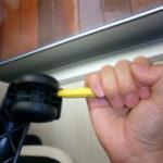 pulire le ruote di una sedia