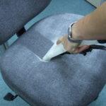 pulire una sedia da ufficio